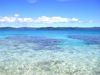 上地島北岸の海の色