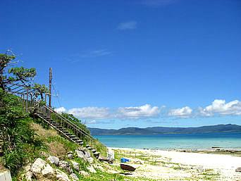 新城島の下地島の港近くのビーチ