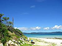八重山列島 新城島の下地島の港近くのビーチの写真