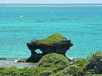 新城島のクイヌパナ(上地港横の石積展望台)の写真