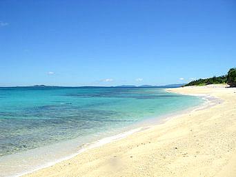 新城島の上地島北岸のビーチ