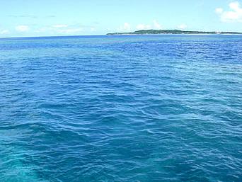バラスと鳩間島の間の海