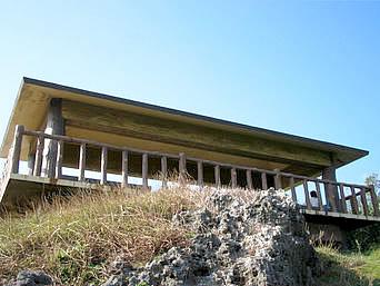 中部の真栄田岬展望台「潜る以外にものんびりする展望台もあります」