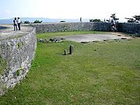 中部の座喜味城跡からの景色