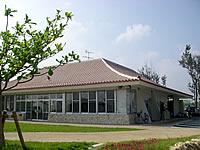 中部の真栄田岬レストハウス
