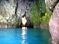 中部の真栄田岬青の洞窟