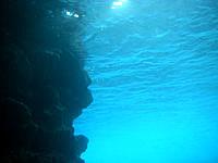 真栄田岬青の洞窟海の中