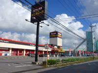 中部のMEGAドン・キホーテ宜野湾店 - イオン系のショッピングモールの裏にあります