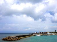 中部の宜野湾マリーナ/フードフレア会場 - 宜野湾海浜エリアの那覇寄りにあります