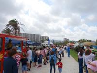 中部の宜野湾マリーナ/フードフレア会場 - フードフレアの際は多くの人で賑わう