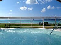 久米奥武島のバーデハウス久米島のバーデプールゾーン - ジャグジー風呂は露天なので気持ちが良い