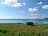久米奥武島のバーデハウス久米島のバーデプールゾーン - ジャグジー風呂から畳石の海が望めます
