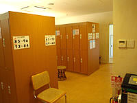 久米奥武島のバーデハウス久米島のバーデプールゾーン - ロッカールームはこんな感じ