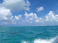 はての浜のはての浜へ行く途中の海 - 左にオーハ島、正面にはての浜