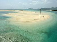 久米奥武島の奥武岬の無人島 - 台風の度に形が変わっているかも?