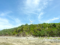 久米奥武島の風車 - 奥武島の海側からの望めます