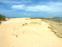 オーハ島のオーハと奥武の間の砂地 - 砂地は結構広いです