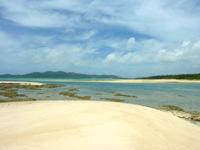オーハ島のオーハと奥武の間の砂地 - 砂の大地が良い感じ