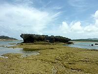 イチュンザ岩の南島