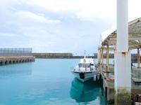 波照間島の波照間港 - 高速艇はターミナルから離れた浮き桟橋発着