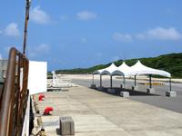 波照間島の波照間港 - 防波堤に描かれたイラストは必見