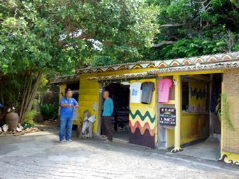 波照間島のモンパの木「相変わらずマイペースなお店」