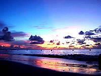 波照間島のニシ浜の夕焼け - 波打ち際に写る夕焼けがキレイ
