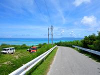 波照間島のニシ浜へと続く道 - まっすぐな時の方が確実に絶景だった