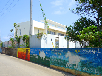 波照間島の波照間小中学校「離島の学校としては大きいです」