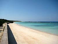 波照間島のニシ浜防波堤下 - 干潮時は砂浜がかなり狭くなるかも?