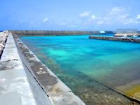 波照間島の真のハテルマブルー/波照間港防波堤 - 波照間港側も十分綺麗な海