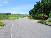 波照間島のペムチ浜/ベムチ浜 - 交差点の右が入口!ビーチに関係ない看板が目印?