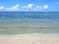 波照間島のペムチ浜/ベムチ浜 - 2種類の砂があり左は粗め