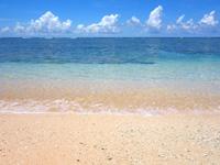 波照間島のペムチ浜/ベムチ浜 - 右の砂はきめ細かく珍しい石もある!