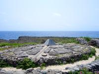 波照間島の日本最南端の碑 - 水平線とモニュメント