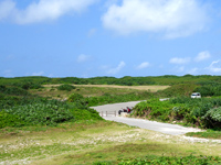波照間島の日本最南端の碑 - 駐車場もきちんとあります