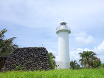 鳩間島の鳩間島物見台「灯台のすぐ近くにある物見台」