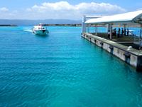 鳩間島のいとま浜ターミナル/鳩間港旅客ターミナル - 待合室は船の時間以外は無人