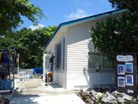 鳩間島の鳩間島アイランドワールド/カフェ - 建物は屋根のみで壁無し?