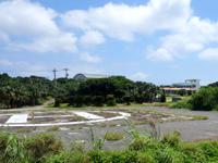 鳩間島の鳩間島へリポート - 離島では必須。でも集落内にあるのは珍しい