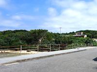 鳩間島のぽっぽ村/青鳩商店/おみやげUnion - 鳩間港からも見えますが怪しい雰囲気