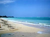 北部のウッパマビーチ - 本島では数少ない天然ビーチ