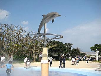 イルカオブジェ/噴水広場