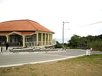 北部の今帰仁城跡 - 入口には観光施設も整備されています
