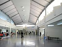北部の本部港/フェリーターミナル - ターミナル内はとても広くて快適