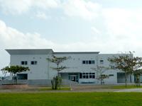 沖縄本島 北部の運天港フェリーターミナル/旅客ターミナルの写真