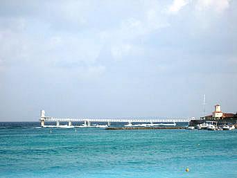 ブセナ海中公園/海中展望塔/部瀬名岬海中展望台