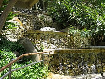 水の階段/中央広場近くの滝