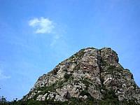 伊江島の城山/タッチュー - 青空ととても似合うたっちゅー