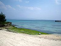 伊江島のアラ浜 - ビーチは小さいですが自然そのまま